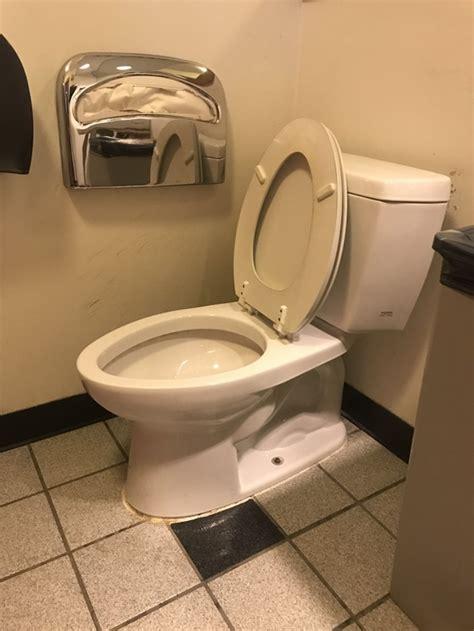 lester     leave  toilet seat