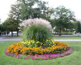 Flower Garden Plans 25 Best Ideas About Flower Bed Designs On Front Flower Beds Front Yard Flowers And