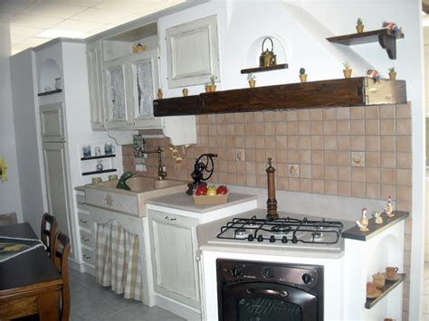Bella Cucina In Muratura Foto #1: cucina-muratura-bianca_60231.jpg