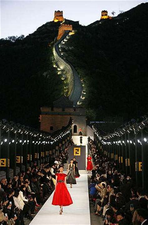 Fendi Catwalk Show In Great Wall Of China by Great Wall Of China Fashion Show Fendi Walks The Wall