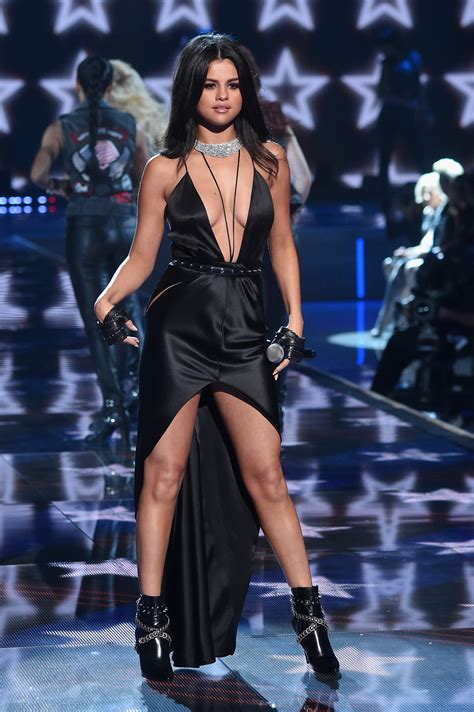 s runway secret fugs and fabs performers at the victoria s secret fashion