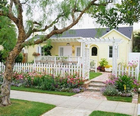 yellow and white houses 95 best images about exterior color schemes on pinterest