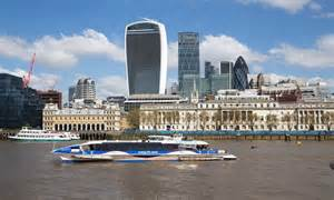 thames clipper accident mbna thames clipper sails past london s tourist