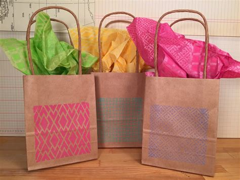How To Make Paper Goody Bags - background basics faux quilted gift bags and tissue paper