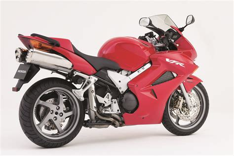 honda vfr 800 vfr800 vtec 2002 2005 review visordown