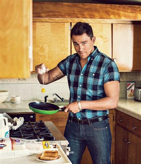 uomini cucinano stasera cucino io 17 uomini dietro ai fornelli