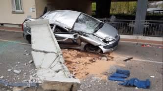 un balcon chute du 9 232 me 233 tage et 233 crase une voiture 224