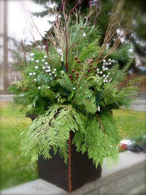 images of christmas urns jill of all trades do it yourself christmas urn