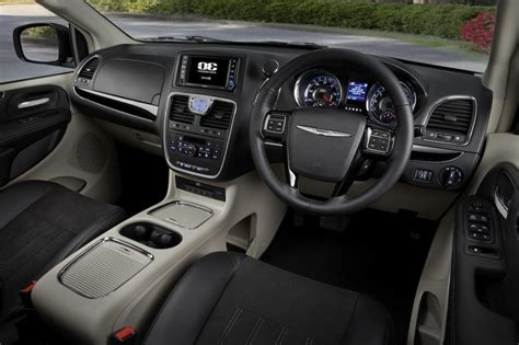 chrysler town and country interior photos review 2014 chrysler town country limited celebrating
