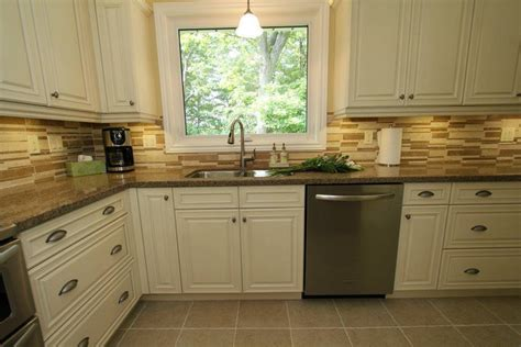 Antiqued Kitchen Cabinets by Cream Colored Kitchen Cabinets With Black Appliances