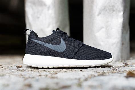 Nike Rhoserun Black White nike rosherun black white sneakers addict