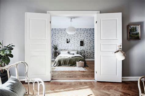 Scandinavian style and bold wallpaper in bedroom
