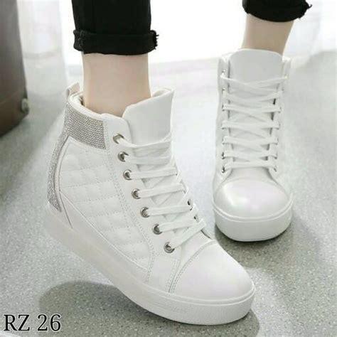 Sepatu Sneakers Kets Pria Rtf 109 jual beli sepatu boots wanita model korea sbo109