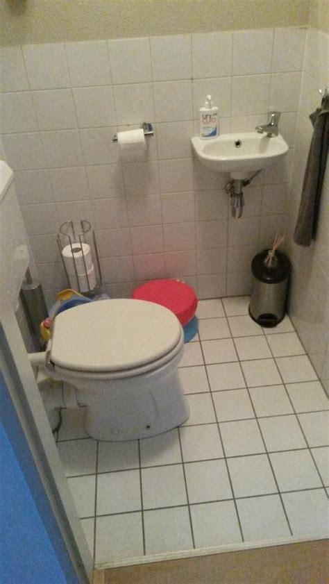 Wc Ruimte Betegelen by Inbouw Wc Wasbak Plaatsen En Toilet Ruimte Opnieuw