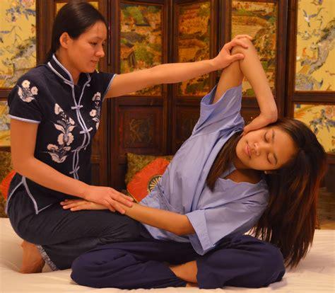 imagenes masajes relajantes pies masaje tailands masajes orientales en madrid xiao ying