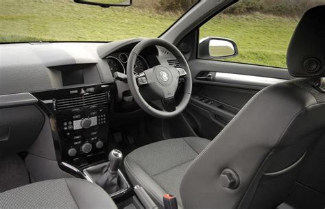 opel astra 2004 interior vauxhall astra mk 5 review 2004 2009