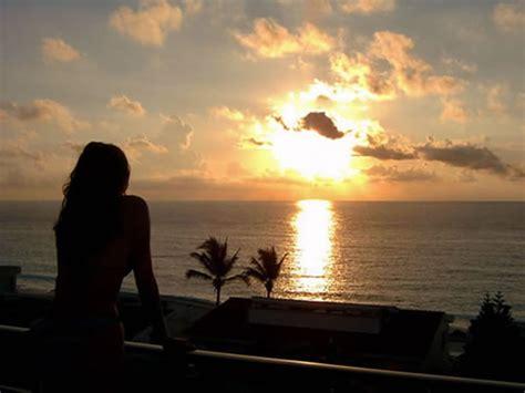 imagenes de yoga frente al mar un angel en el cielo