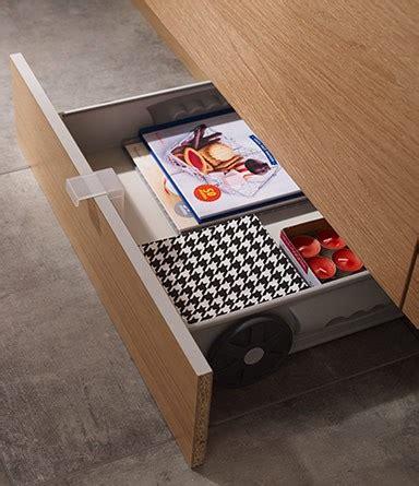 tiroir plinthe comment optimiser les petits espaces chez soi