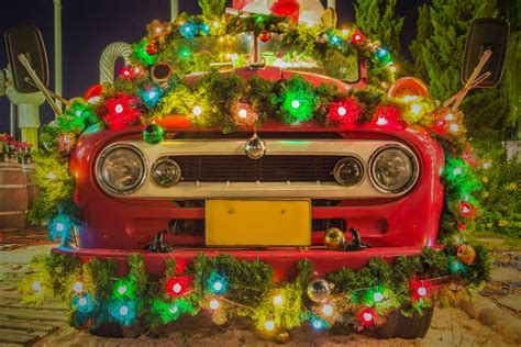 christmas decorations for your car used car expert ways to decorate your car for