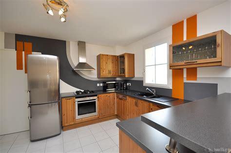 chaine cuisine orange cuisine grise et orange vincent walker wall designer