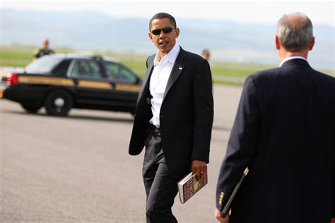 obama picture with book president obama s summer reading list is really great vogue