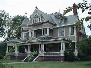 Queen Anne Victorian Homes by Best 25 Queen Anne Houses Ideas On Pinterest Queen Anne