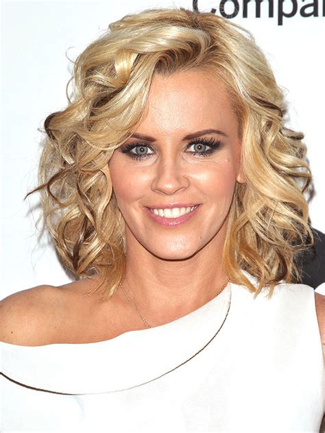 what is jenny mccarthy natural hair color jenny mccarthy s very defined lowlights love em or