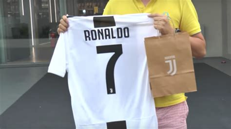 ronaldo juventus authentic jersey how much is cristiano ronaldo s juventus shirt jersey kit goal