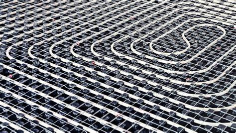 riscaldamento a pannelli radianti a pavimento riscaldamento a pavimento pro e contro casa affini
