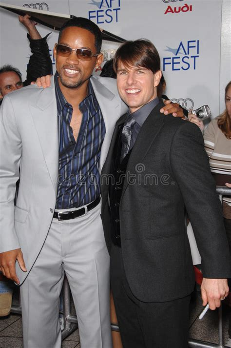 Tom Cruise Gives Will Smith An Award by Tom Cruise Will Smith Fotografia Editoriale Immagine Di