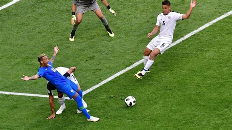 el var anula un penalti se 241 alado a neymar