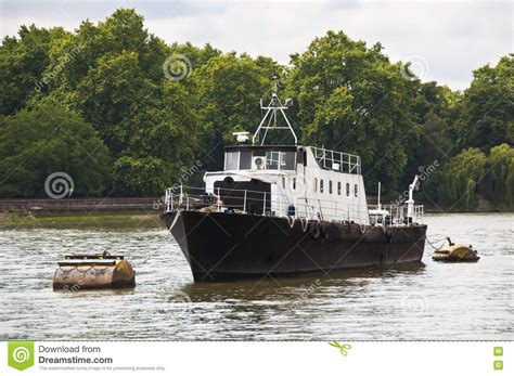 thames river boats timetable a boat on the river thames stock image image 20873141
