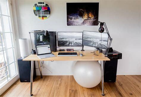 Meja Komputer 19 desain dan model meja komputer gaming lagi ngetrend