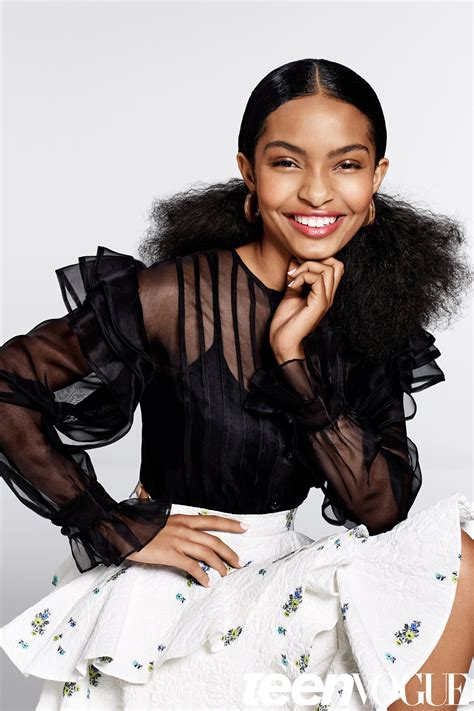 black hair styles to wear when your hair is growing out ways to style natural hair black ish star yara shahidi