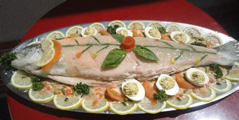 cuisiner un saumon entier aux saveurs de la mer poissonnerie traiteur