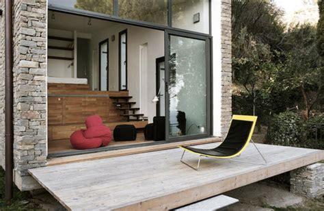 Homes Built Into Hillside by Una Peque 241 A Casa Construida En La Ladera De La Monta 241 A