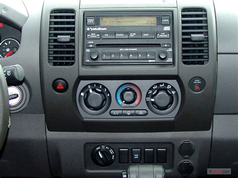 buy car manuals 2006 nissan xterra instrument cluster image 2006 nissan xterra 4 door se v6 auto 4wd instrument panel size 640 x 480 type gif