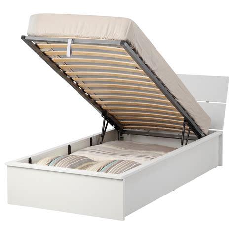 letti singoli in offerta letto contenitore ikea singolo divani colorati moderni