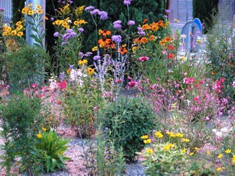 fiori tappezzanti per aiuole i nostri lavori per giardini aiuole erbacee perenni