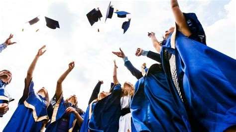 Day In The Of An Mba Graduate by Graduating College Early Pros Cons Of Finishing Early