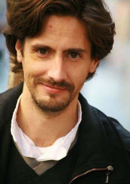 residing mens hair style juan diego botto actor n en 1975 en argentina reside en