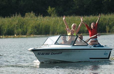 motorboot fahren frau motorboot selber fahren jochen schweizer