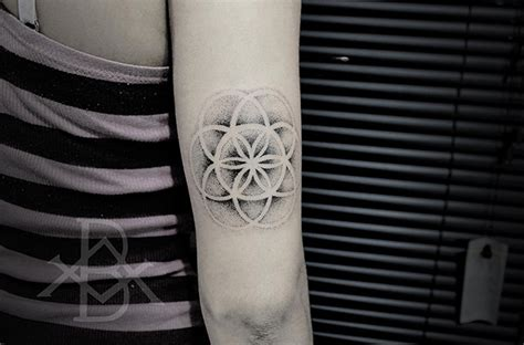 tattoo mandala pontilhismo bruno almeida cria tatuagens em blackwork e pontilhismo