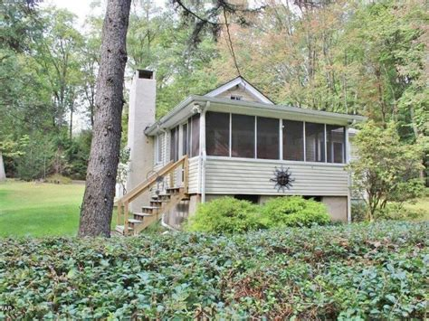 cozy cottage with outdoor areas cozy outdoor and hunting cottage vacationrentals com