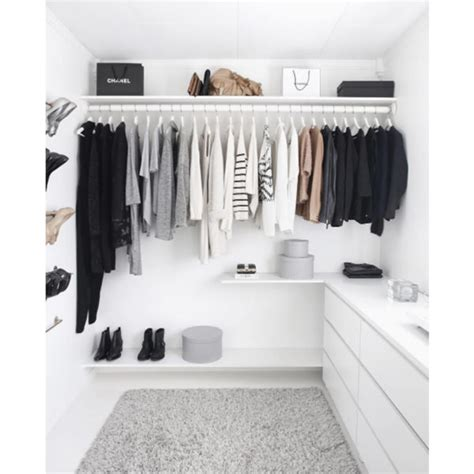 clean closet 5 steps to cleaning out your closet for fall