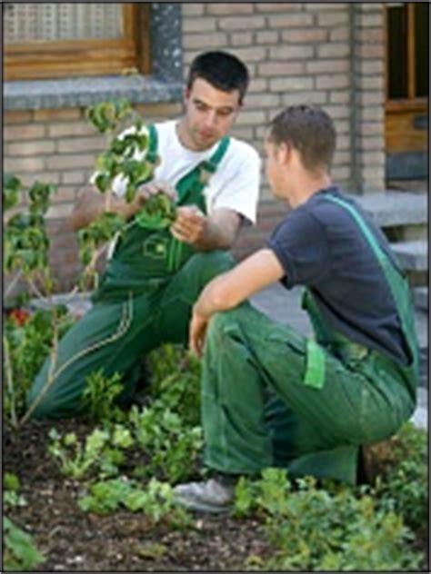 Garten Und Landschaftsbau Ausbildung Köln by G 228 Rtner In Fachrichtung Garten Und Landschaftsbau