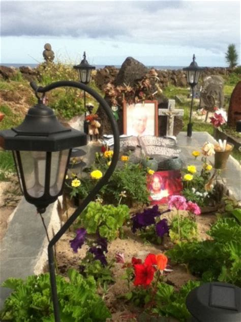 Cementerio Rapa Nui A Lovely Place To Rest In Peace Solar Cemetery Light