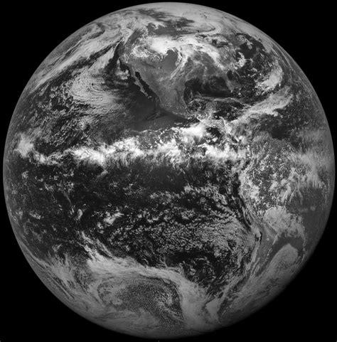 Imagenes Blanco Y Negro De La Tierra | imagenes de la tierra blanco y negro imagui