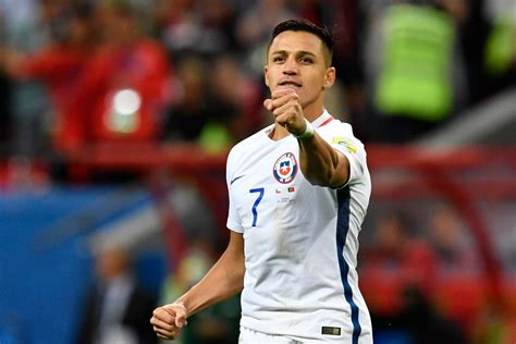 alexis sanchez knee injury arsenal forward alexis sanchez named in latest chile squad