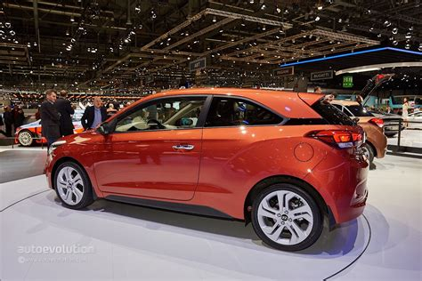 Water Hyundai I20 leans against tesla model s in photo shoot for premium water free hd wallpapers